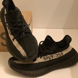 Yeezy boost 350 v2 black and white